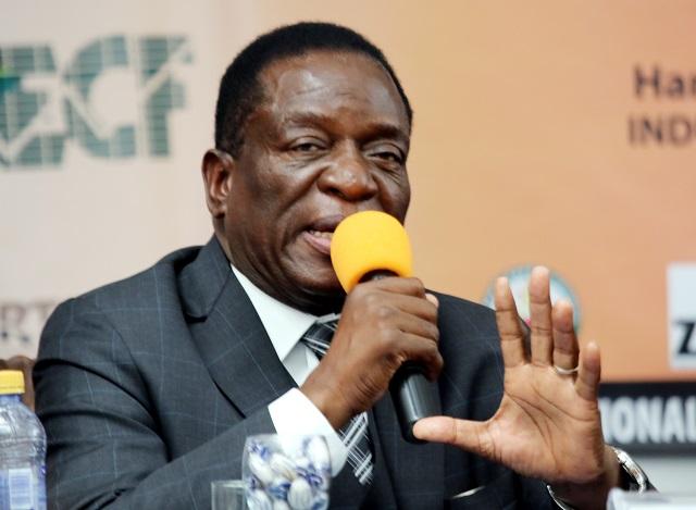 Drama As Mugabe Angrily Pushes Mnangagwa, Points Furious Finger At VP